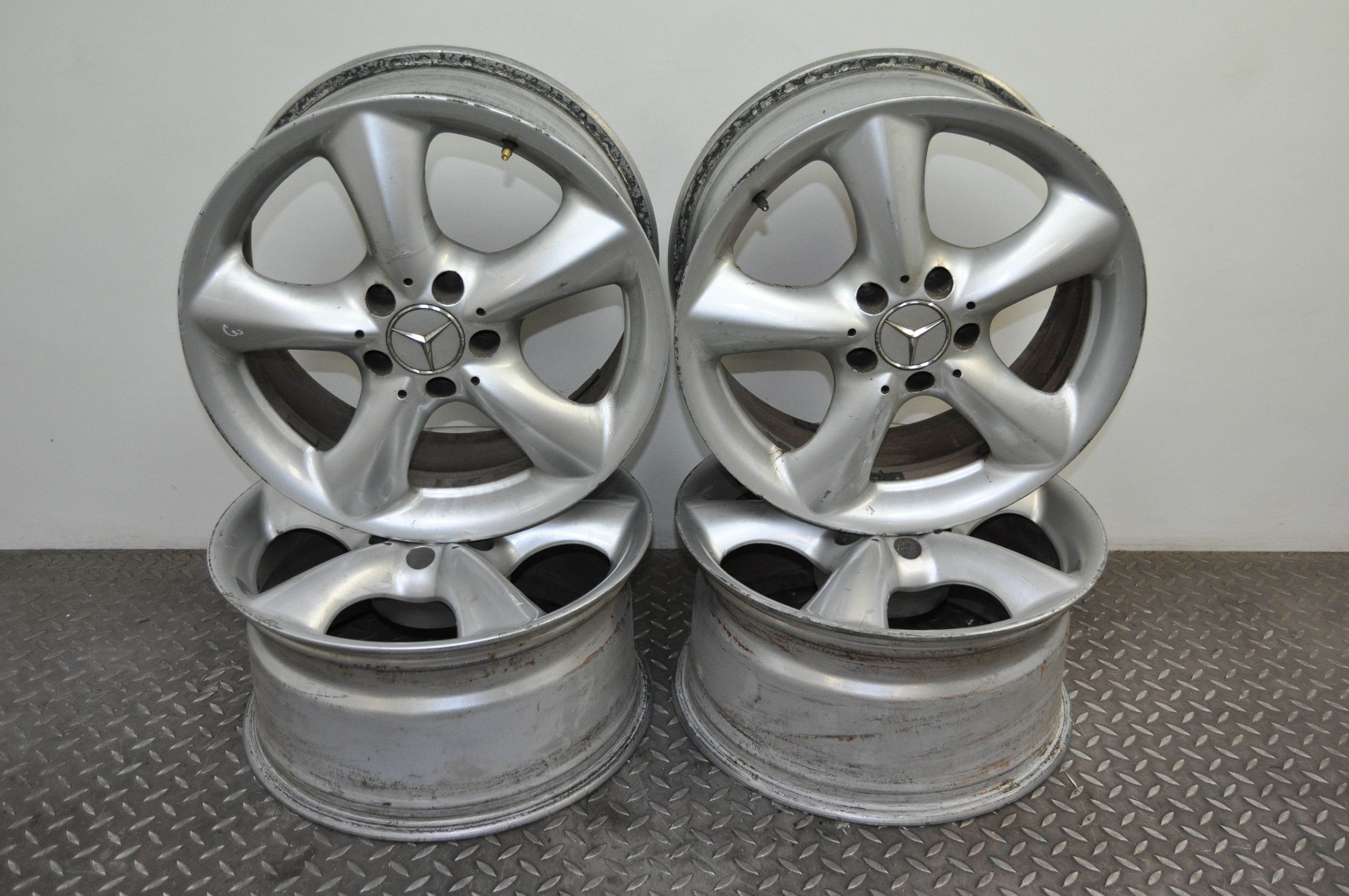 Mercedes benz clk c209 2004 original 17 adharaz alloy for Mercedes benz mag wheels