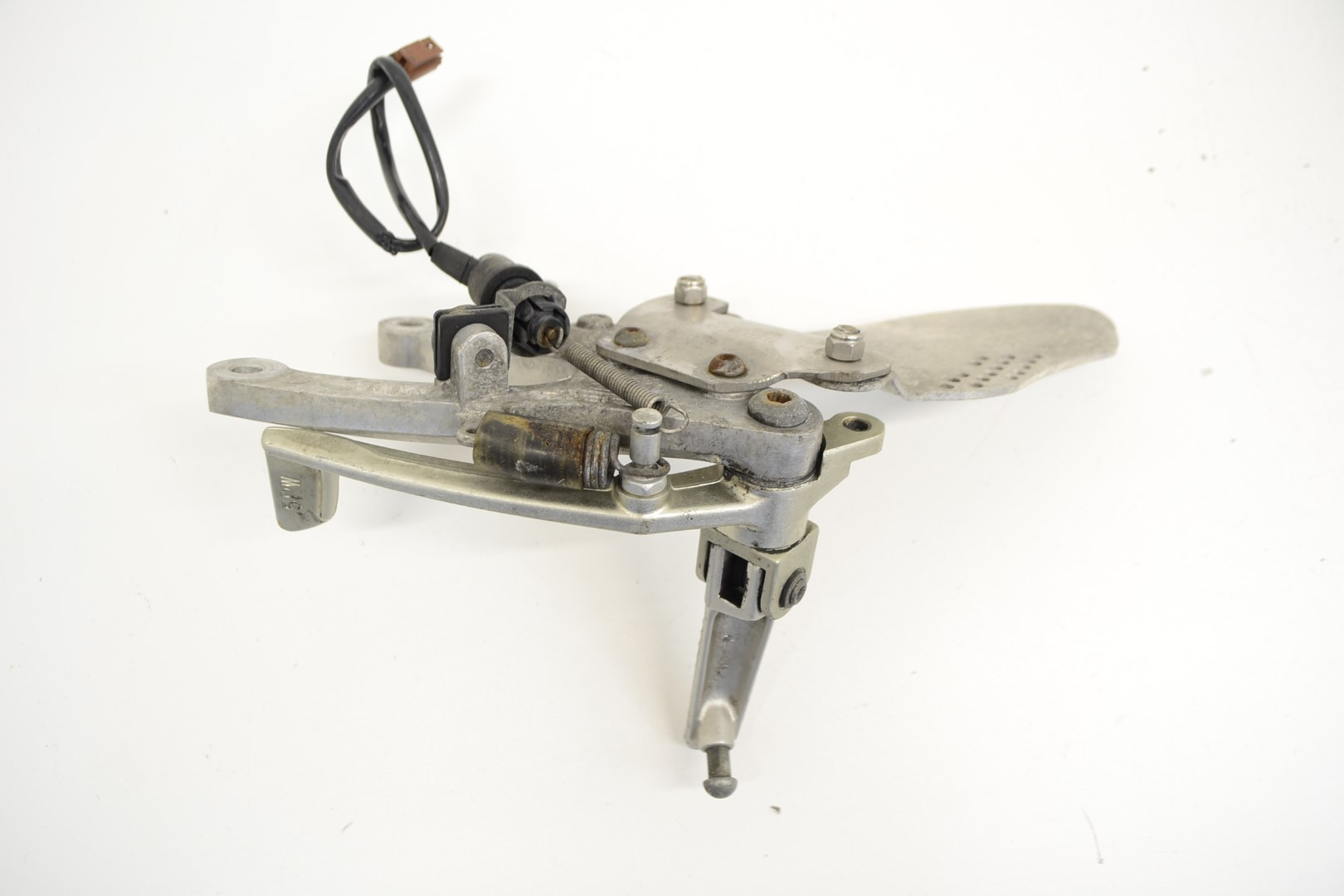 2003-YAMAHA-YZF-R1-FRONT-RIGHT-SIDE-FOOTREST-PEG-HANGER-ASSEMBLY thumbnail 6