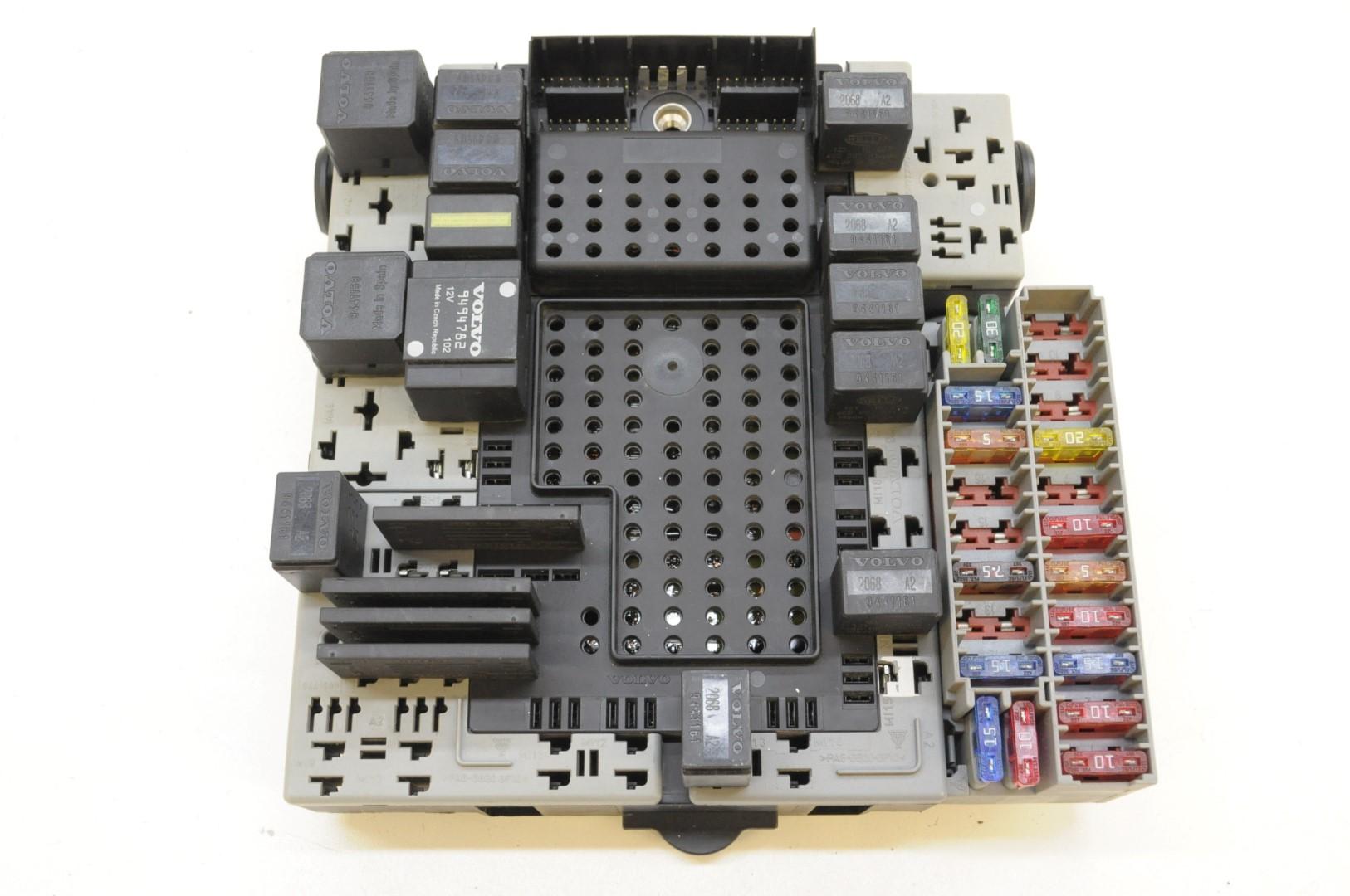 fuse box volvo v 70 volvo v70 2 4 d5 2002 rhd relay fuse box electric board module  volvo v70 2 4 d5 2002 rhd relay fuse